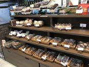 並べられて売られているクッキー